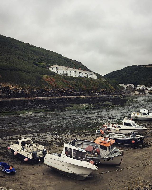 Cornwall 🙏🏻 Feeling so grateful for a lovely few days in one of my favourite places on Earth.  #cornwall #england #harbour #boats #seaside #sea #gratitude #coast #boscastle