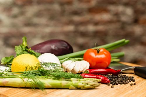 Producten   Dende zoekt het dichtbij; wij werken zoveel mogelijk met lokale leveranciers waar wij onze seizoensproducten kunnen inkopen en kwaliteitseisen mee kunnen afstemmen. Het verse product staat in het middelpunt en blijft altijd herkenbaar. De lokale biologische producten worden op traditionele wijze bereid met een grote variatie in smaak en beleving. Wij bieden de mogelijkheid om aan specifieke dieetwensen tegemoet te komen (bijvoorbeeld glutenvrij).