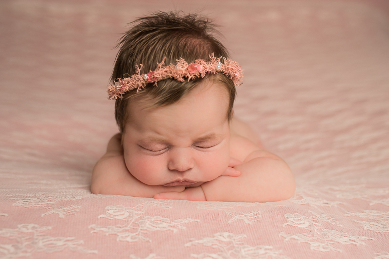 newborn photographer 77429