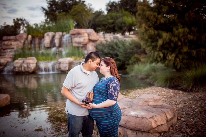 maternity session outdoors houston texas