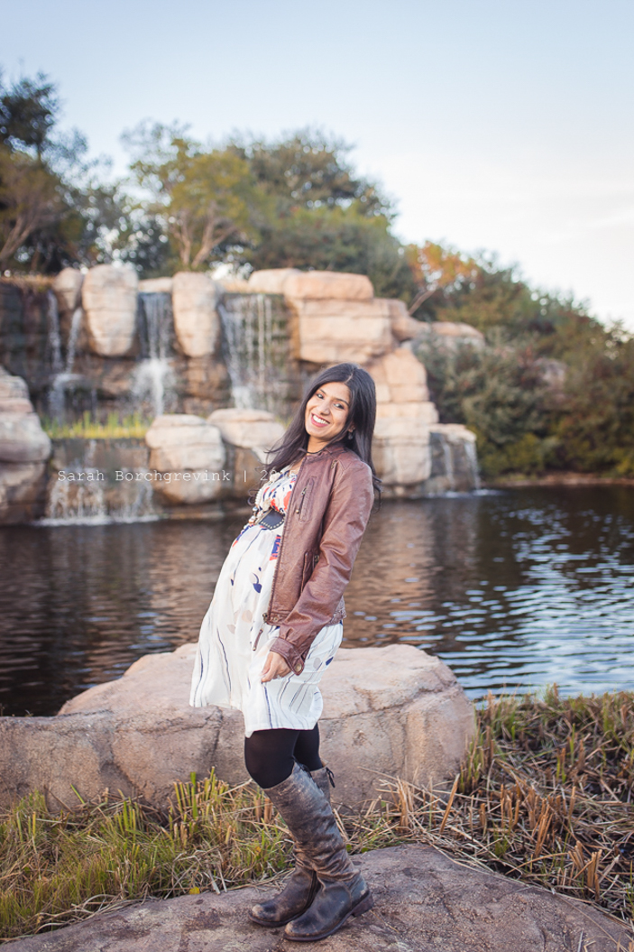 cypress tx candid and natural light outdoor maternity session