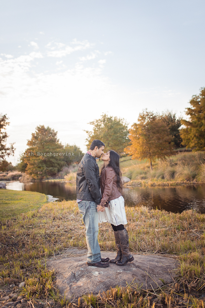 couples outdoor photographer 77433