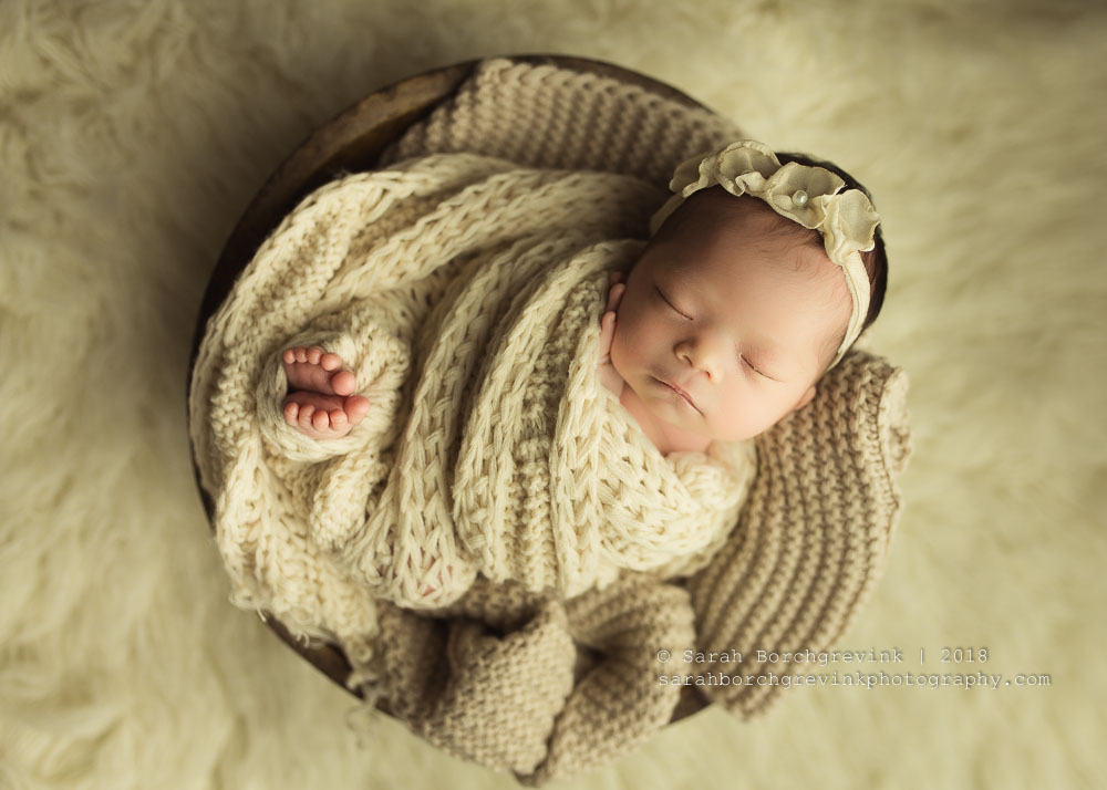 how to wrap a newborn in a stretchy wrap