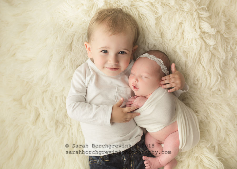 newborn photos with older sibling