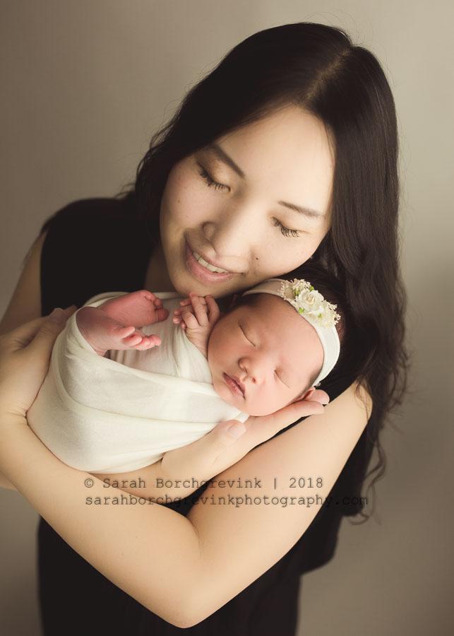 mom and newborn photography