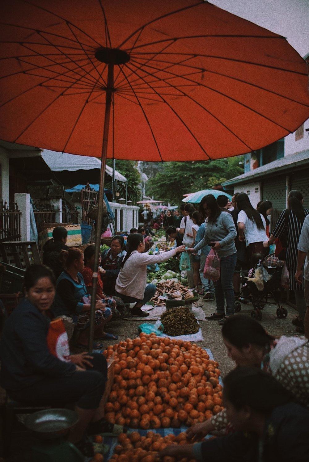 Suasana Morning Market di pagi hari.