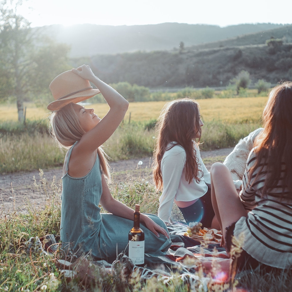 picnic shoot - 5 girls, 5 different styles, 1 store