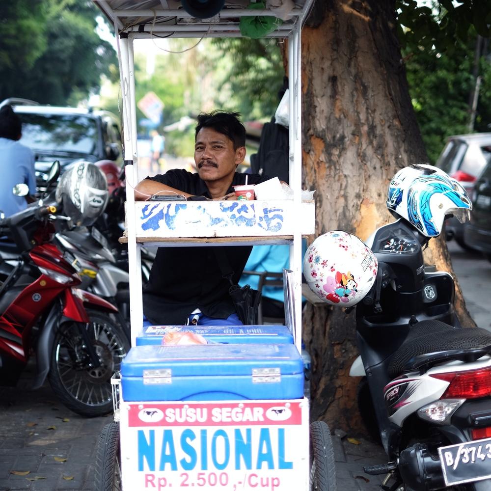 Tyowanto, 44 Tahun. Penjual keliling Susu Murni Nasional