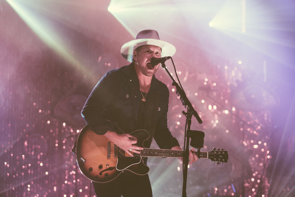 Bear Reinhart of NEEDTOBREATHE performs in concert at The Alabama Theatre in Birmingham, Alabama on October 10th, 2017. (Photo by David A. Smith/DSmithScenes)
