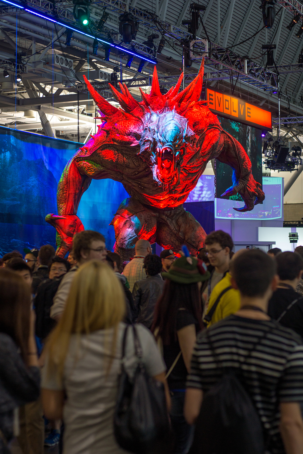 PAX East: 2K's newly announced Evolve shows off it's playable villain silently screaming out as it towers over the crowds.