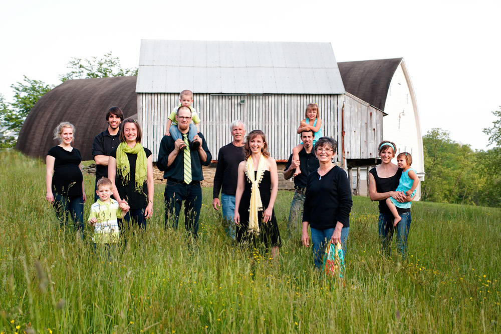 2-Large-Family-Standing-Field-Ken-Bruggeman-Photography-Family-Portraits-York-PA.jpg