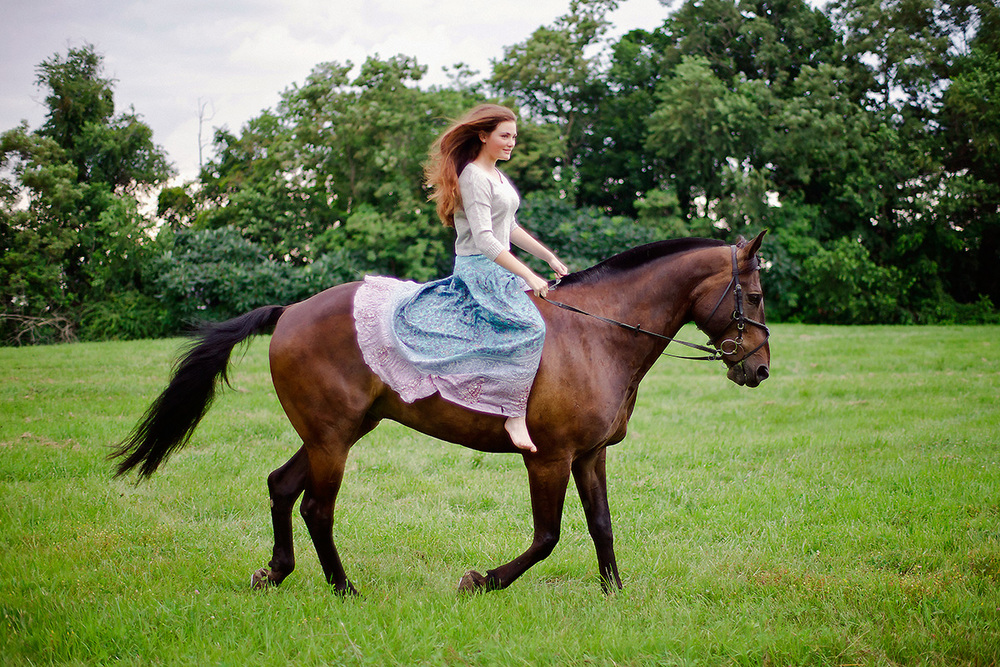9-Senior_Portrait_Photography_York_PA_Ken_Bruggeman_Woman_Riding_Horse.jpg