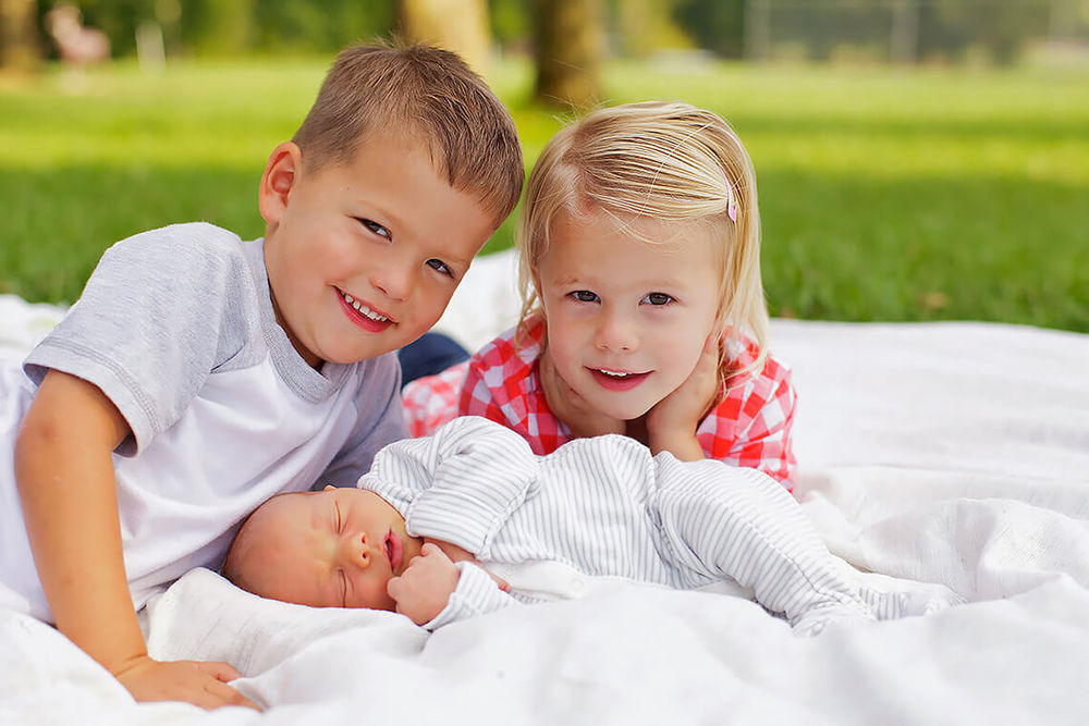 7-Family-Photography-Newborn-York-PA-Ken-Bruggeman-Photography-Young-Siblings-Smiling.jpg
