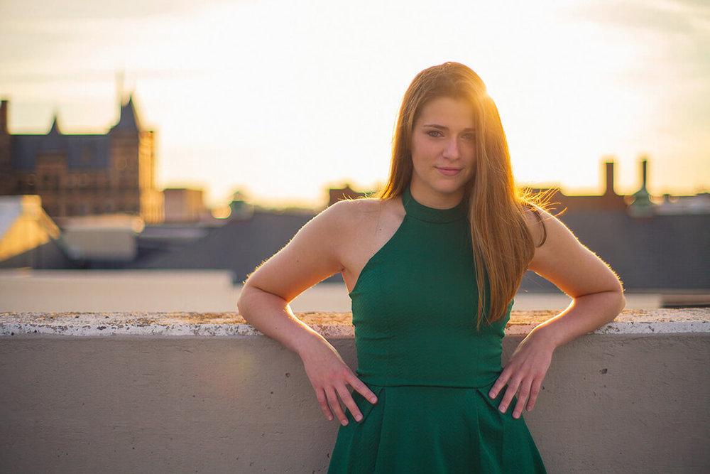 9-York_PA_Senior_Portraits_Ken-Bruggeman_Photography_Girl_Sunshine_Backlight.jpg