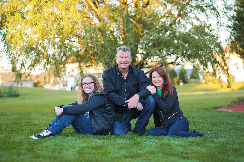 9-Family-Portrait-Photographer-York-PA-Ken-Bruggeman-Family-Sitting-Yard-Willow-Tree.jpg