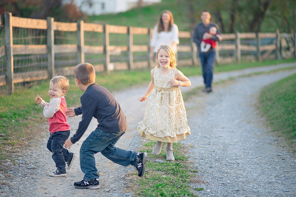 8-Family-Photographer-York-PA-Ken-Bruggeman-Photography-Phillips-Family-Portraits-Children-Running-Playing.jpg
