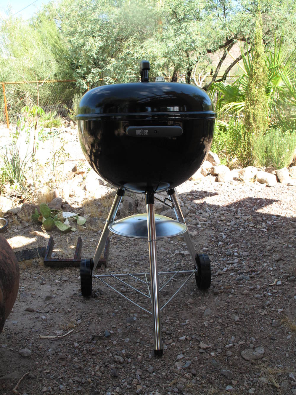 The Wee Weber. Note the ash tray is upside down so it does not hold water when I'm not using it.
