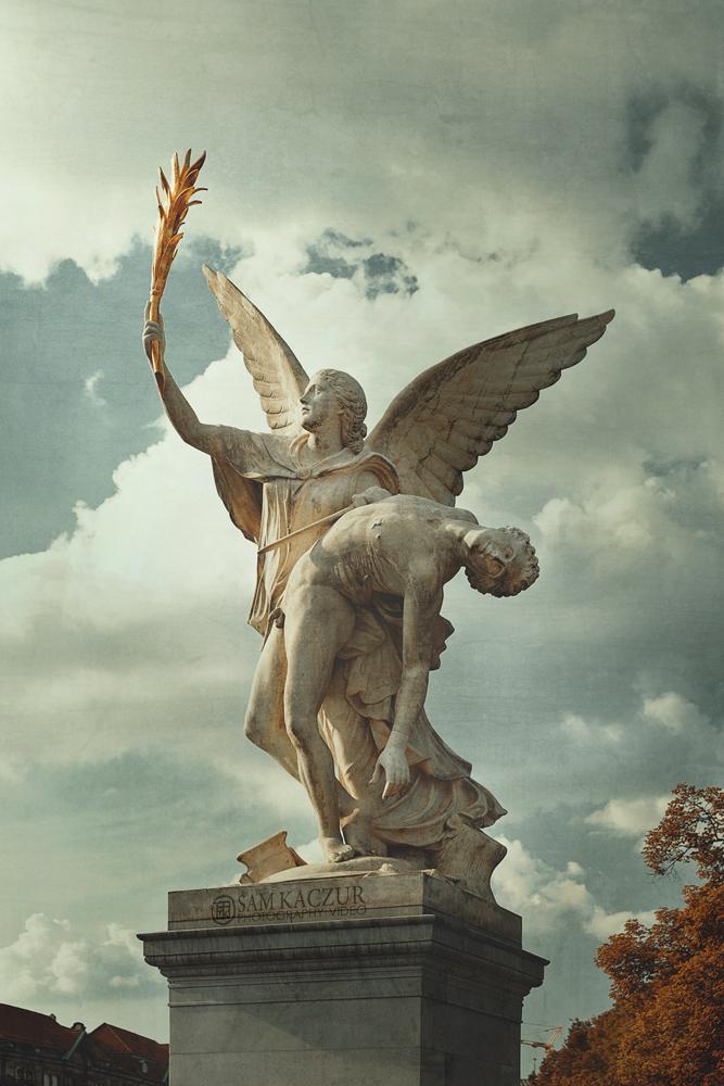 berlin-statue.jpg