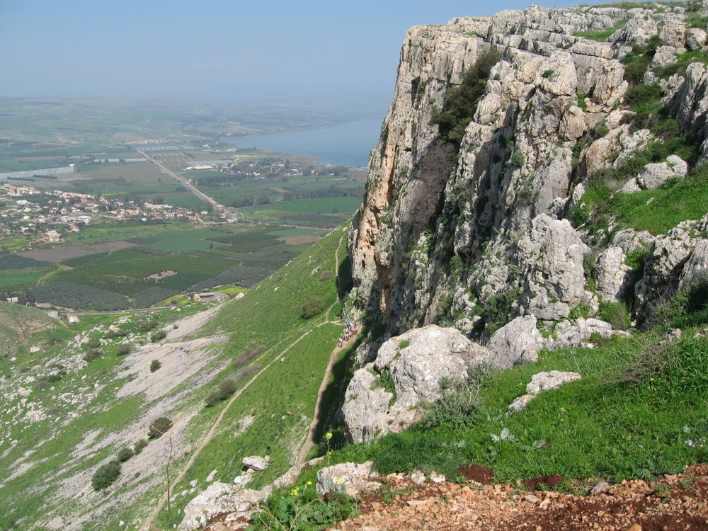 Mt-Arbel-with-Sea-Of-Galilee-jesus-23780704-1024-768.jpg