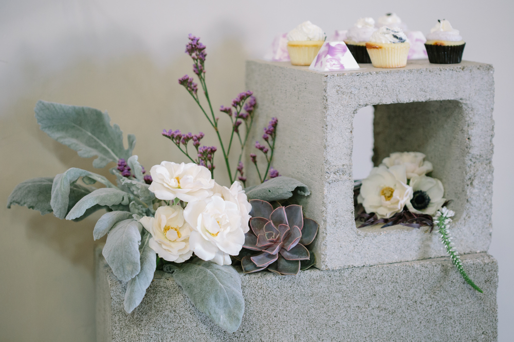 modernweddingflowers.jpg