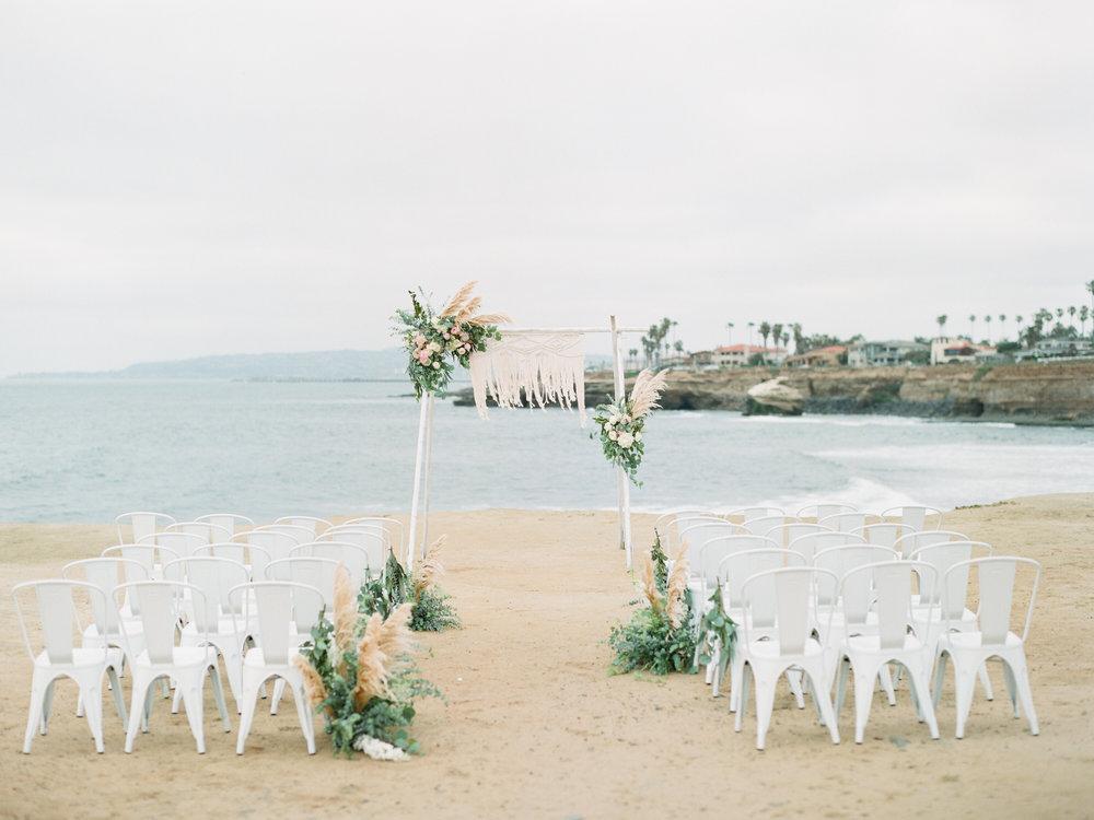 blushandwhitebohemianwedding.jpg