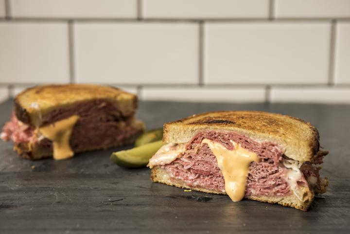Sandwich-Classic-Reuben_3-0125_LR.jpg