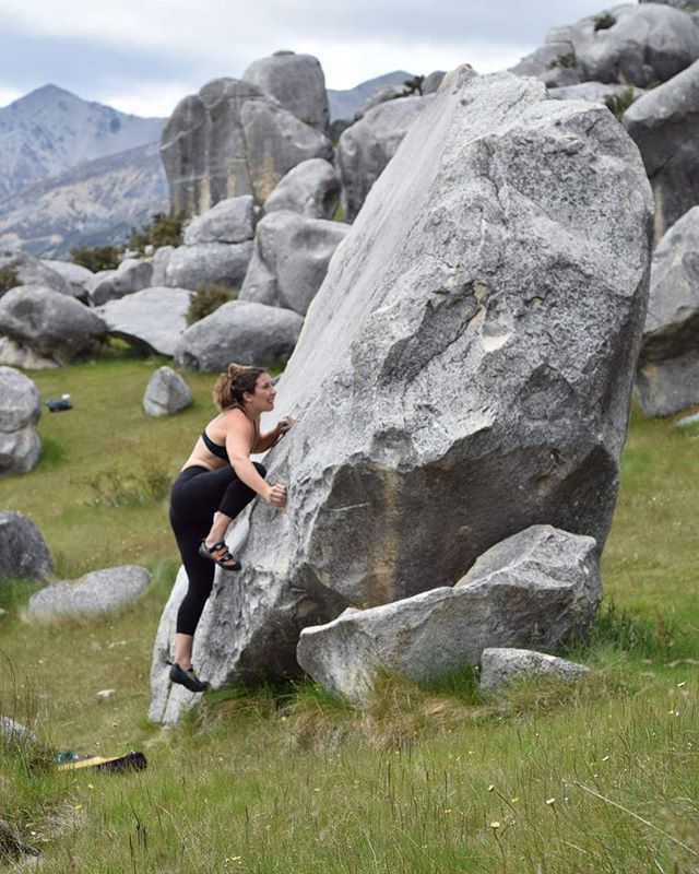 @emmawarriorprincess tells the tale of how these beautiful slabs send you home with no sends, here she is trying a V4 slab in Castle Hill, New Zealand. Happy holidays 🌲