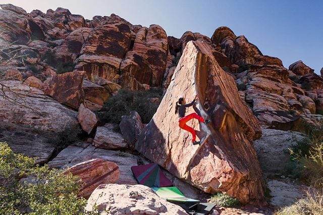 Red Rock Canyon is fabulous and the rock is perfect. Here's @ashyash3 on Pork Chop (V2/V3), Gateway Canyon, Red Rock, Nevada.
