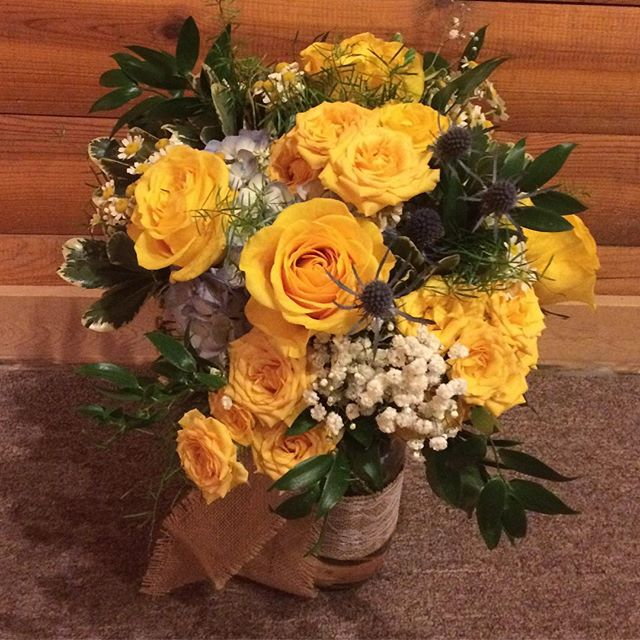Another wedding weekend in CO! Bright and cheery flowers for a beautiful bride! #coloradowedding #yellowroses #rusticwedding #thehistoricpinecrest