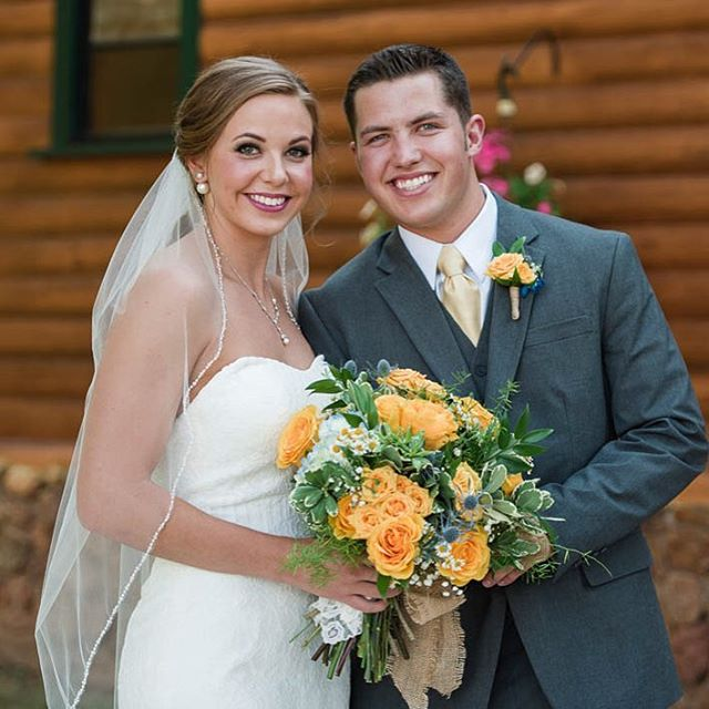 Bright and cheery wedding photos of this beautiful couple are up on the website!! www.selahheatherdesign.com/jenna-michael  #coloradowedding #rusticwedding