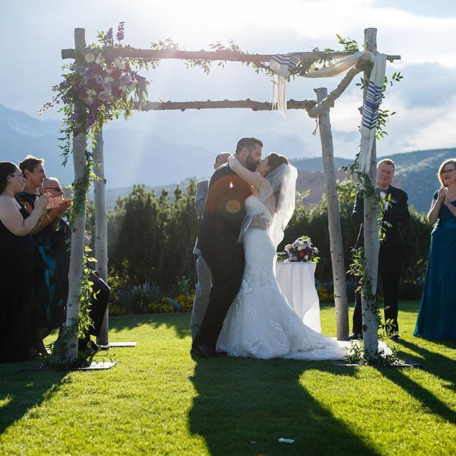 You guys, this wedding! These photos! @justincedmonds What a beautiful day and couple!! #coloradowedding #gardenofthegodsclubwedding #chuppah #purpleflowers selahheatherdesign.com/devan-josh