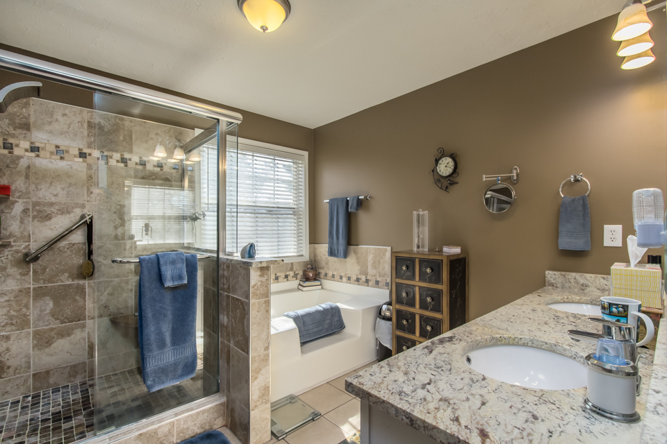 7140 Valley Forest Dr Web-9.jpg