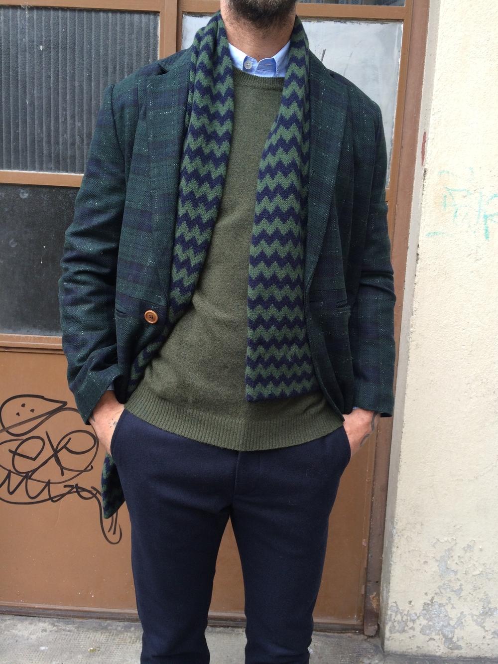 Silhouette Paradigme/Pullover cashemire et pantalon flanelle CLOSED/ Veste HENRIK VIBSKOV/ Echarpe HOWLIN'