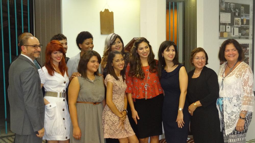 Estudiantes del Programa de Diseño de Interiores junto a la Profesora Eileen Díaz y directores de la Universidad de Puerto Rico, Recinto de Carolina