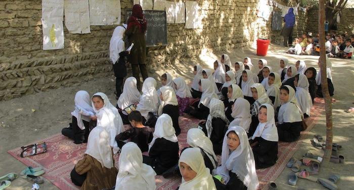 afghan-connection-girls-attending-school