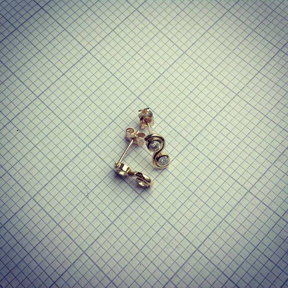 18ct yg diamond studs