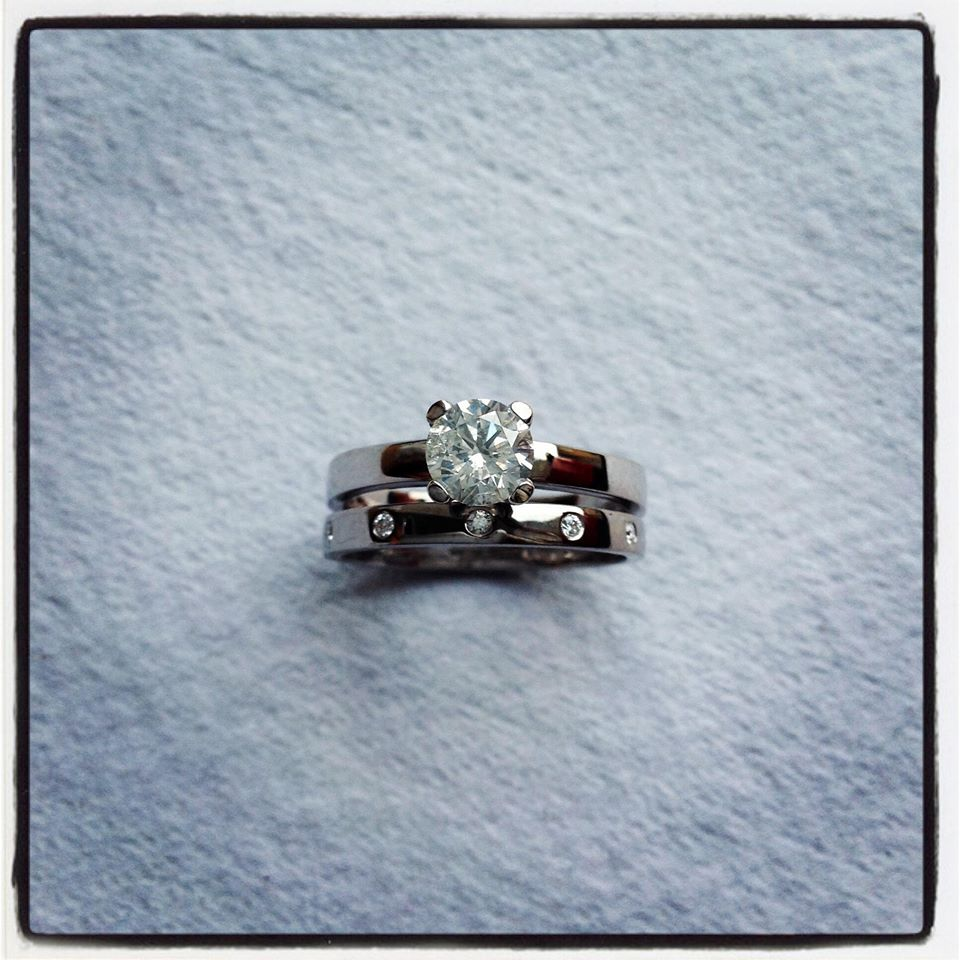 1 carat diamond ring set in white gold