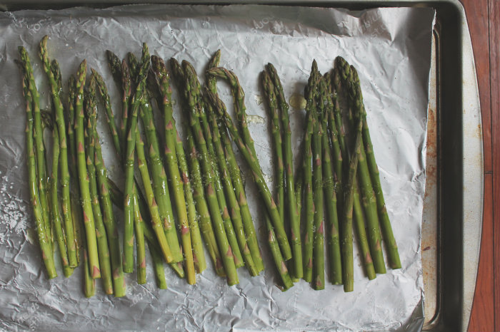 Asparagus is easy and very healthy.