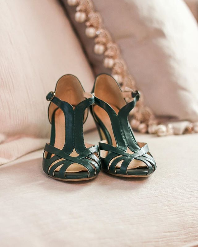 Adding a pop of color to your wedding attire is easy with fabulous shoes! . . . . . . #hashtags #photographer #wedding #engagement  #nashvillephotographer  #nashvillewedding  #engaged  #love  #styledshoot  #editorial  #weddingring #engagementring #theknot #weddingstyle #nashvilleweddingphotographer #thatsdarling #ringshot