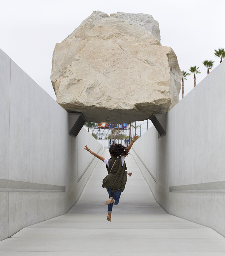 LACMA, Levitated Mass