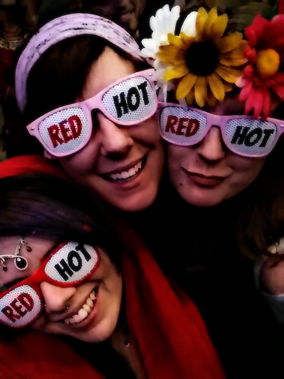 3girls-redhot.JPG
