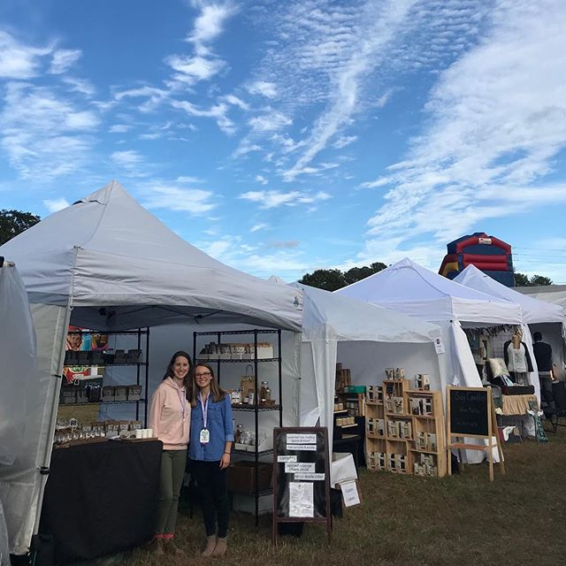 We are loving this weather at the Johns Creek Arts Festival. Come on over tomorrow 10-5; we'll be here for all your tea and mulling spice needs! #kteas #drinkdifferent #johnscreekartsfestival