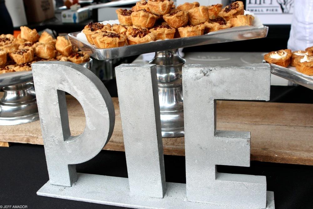 Tiny Pies, big sign