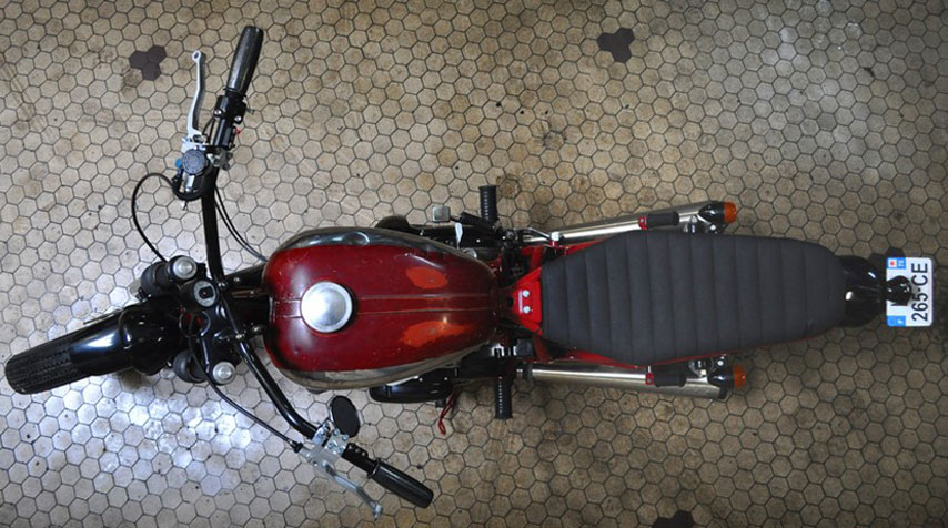 Jawa CZ350 tank installed in its original condition. NB: The owner runs a company called 'Jawa Production!'