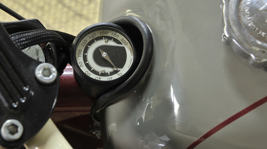 Tiny digital speedometer by MotoGadget. Fitted in the free space left by the Motoconfort tank.