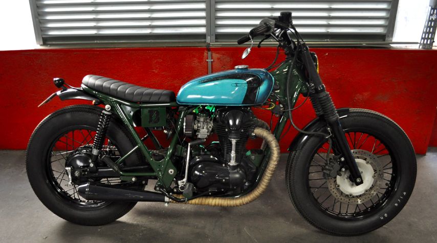 - subframe shortened by 2 inches; - shiny dark green powder coating of the frame; - shiny black powder coating of all the engine covers + wheels + fenders + fork legs + handlebar.