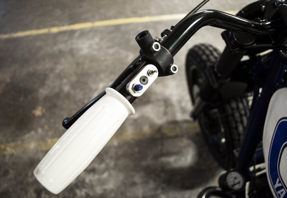 -  Blitz Motorcycles  mini switches connected to the bespoke electric wiring;  -  Amal  type whit grips;  - tiny speedometer mounted of the left end side of the frame.