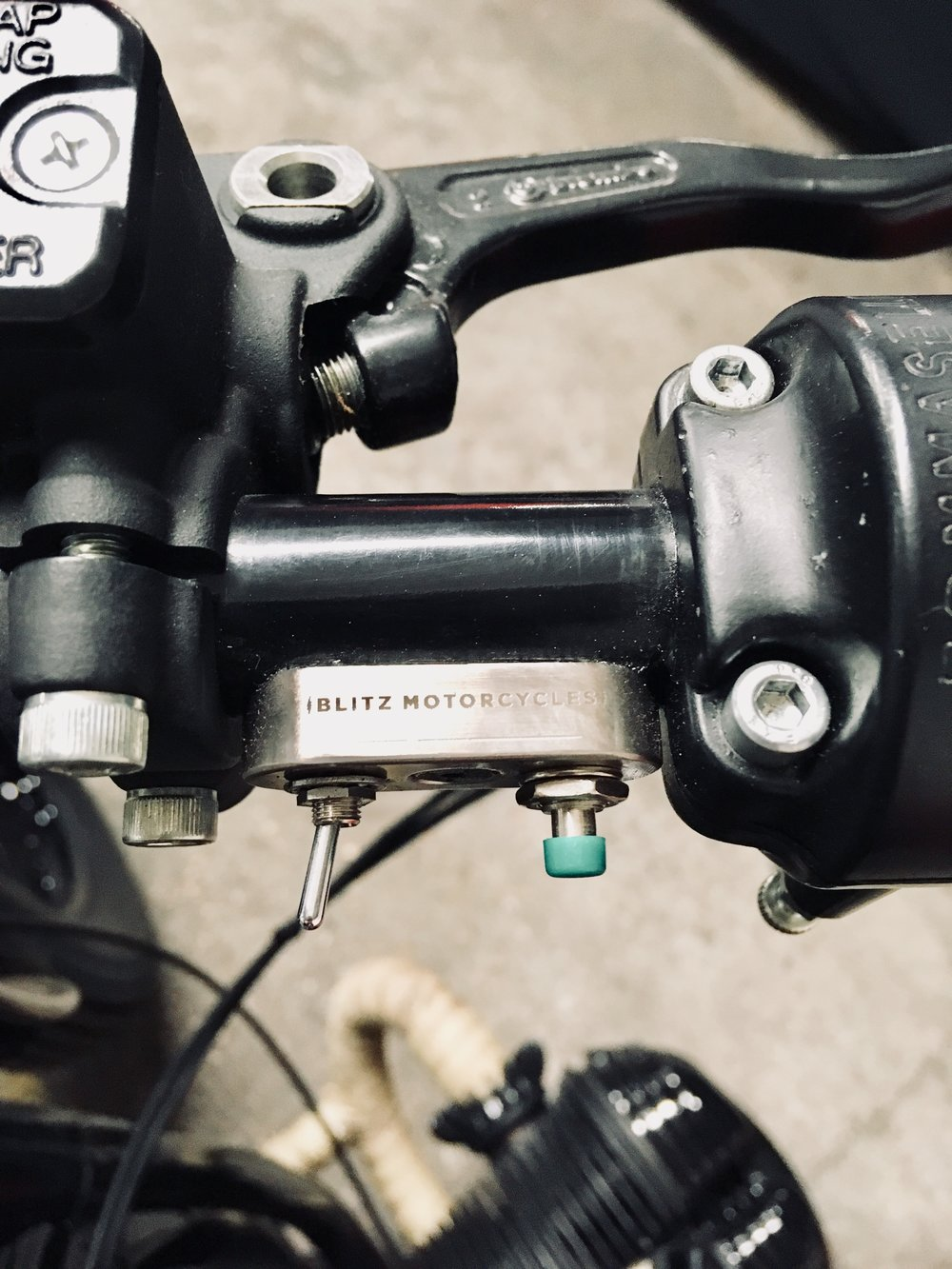Fully rebuilt (and simplified) electric wiring, connected to the  Blitz Motorcycles  mini switches.