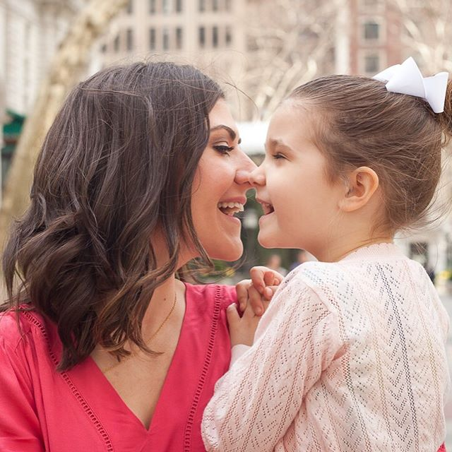 Eskimo kisses! 😍 I love these mother daughter shots! There really can be such a special bond between mother and daughter and I loved seeing that during this session. ❤️@scottmeganelizabeth
