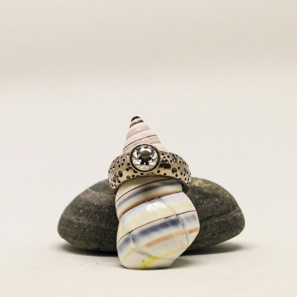 handcrafted-wedding-ring-set-white-gold-diamonds